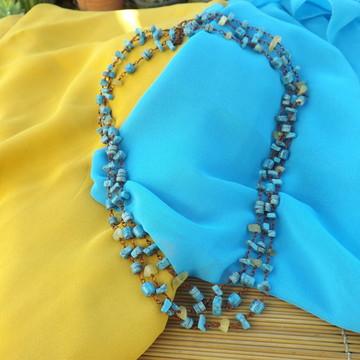 Colar azul e amarelo
