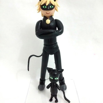Cat Noir e Plagg - Miraculous