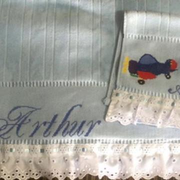 toalhas bordadas a mão menino