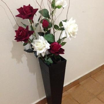 Vaso em MDF com flores artificiais