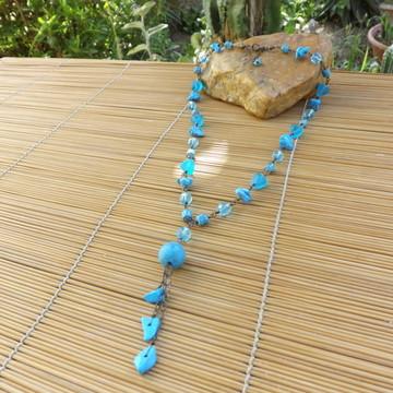Colar de cristais e cascalhos azuis