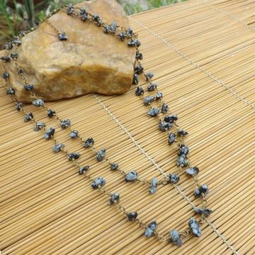 Colar de cascalhos de pedra obsidiana