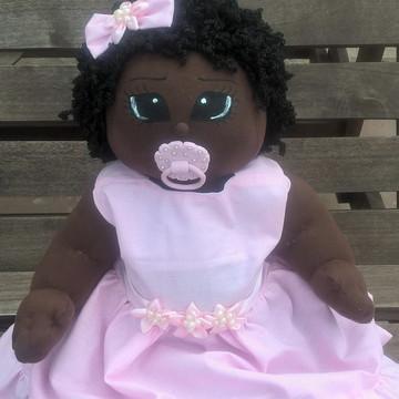 Boneca de pano bebê negra de chupeta