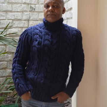 ce086a40f4 Blusa de trico masculina Tranças Azul