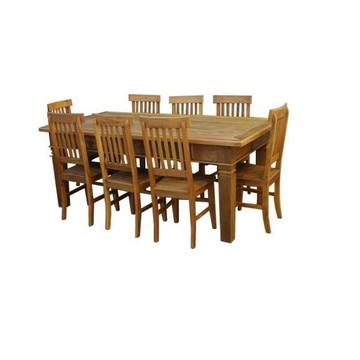 Mesa de Jantar com 8 Cadeiras.