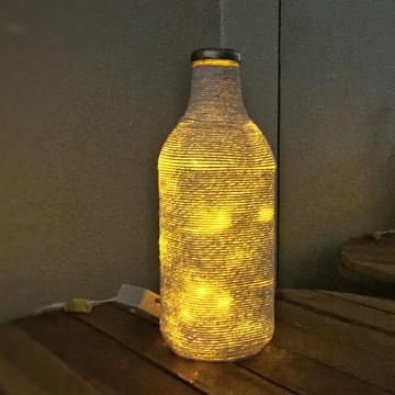 Luminária de garrafa - Decorada Cordão