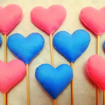 Coração de feltro no palito