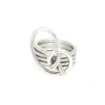 Anel de prata com fios enrolados