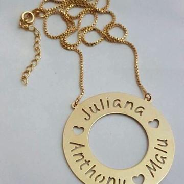 Colar Mandala Nomes Vazados Banhado Ouro