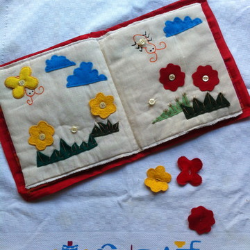 Livro de pano- Borboletas flores e cores