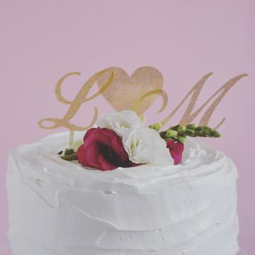 Topo de bolo iniciais dos noivos