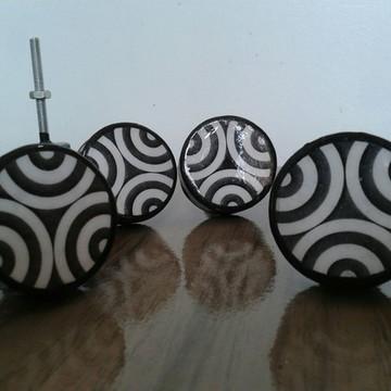 Puxador estilo Porcelana Branco e preto