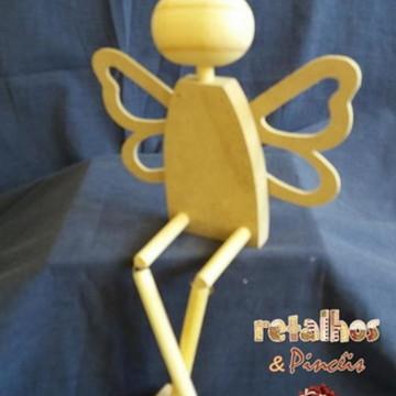 Kit boneca de madeira sentada c/ asas.