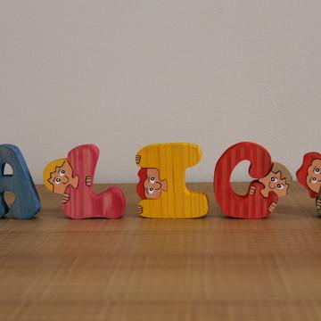 Letras com Carinhas de Crianças