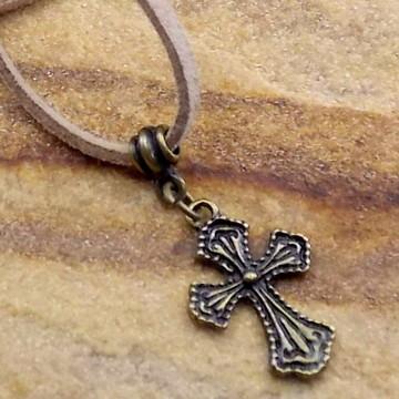 Gargantilha cordão de couro cruz