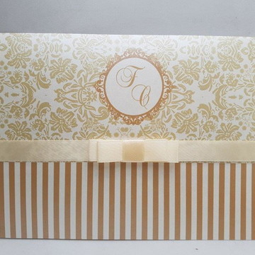 Convite de casamento metalizado perolado