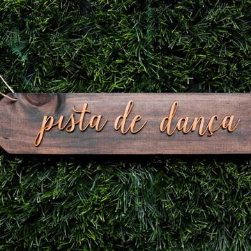 Placa Madeira Seta - Pista de Dança