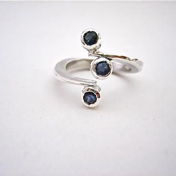 Anel em prata com safira azul