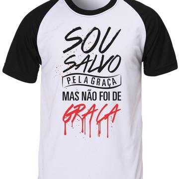 Camiseta Raglan Sou Salvo pela Graça