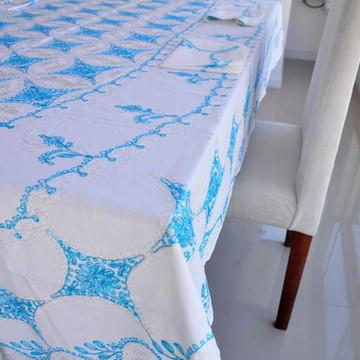 Toalha bordada a mão azul turquesa