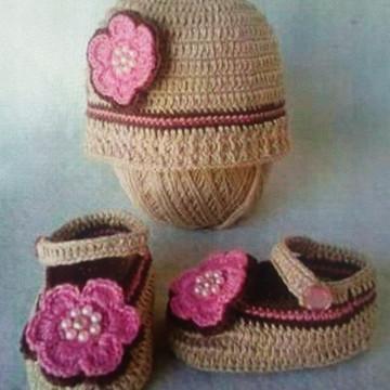 b7b149a6b1276 Conjunto de Sapatinho e Touca de Croche