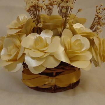 Arranjo de Mesa com Flores de Papel