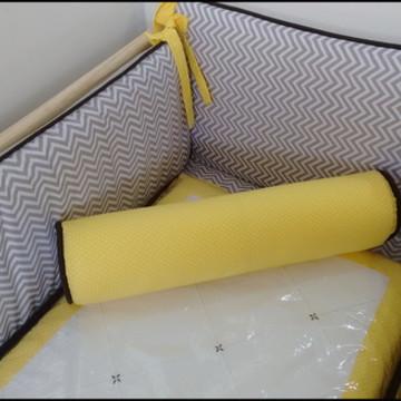 Kit de berço chevron cinza com amarelo
