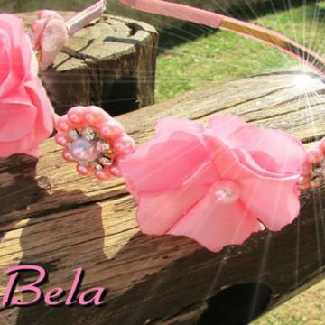 Tiara flor de cetim com pérolas