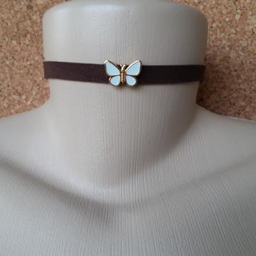 Gargantilha de couro marrom borboleta