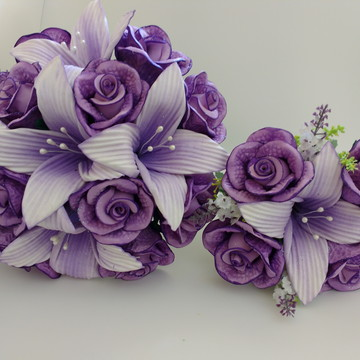 Buquê de Noiva com lírios e rosas