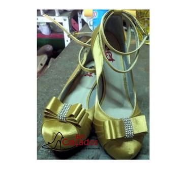 Sapato Amarelo fechado strass