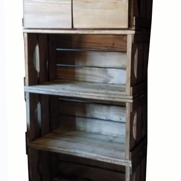 Estante de 4 caixotes com uma porta