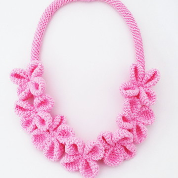 Colar de Crochê (Fecho Magnético) Rosa