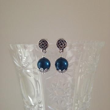 Brincos de pérola azul