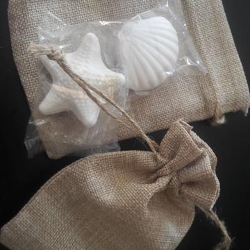 Saquinho rústico com 3 sabonetes