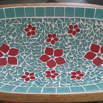 Gamela colorida com Flor em mosaico