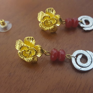 Brinco Dourado/Prateado com Pedras