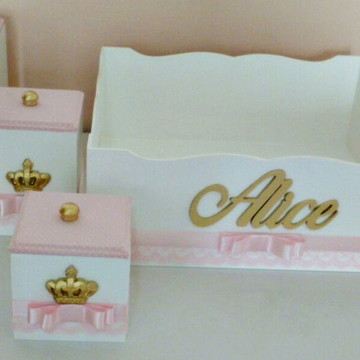 kit higiene rosa com renda e coroa