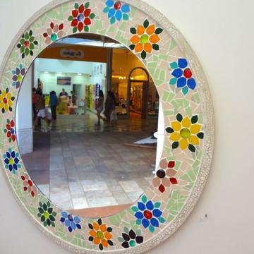 Espelho redondo em mosaico