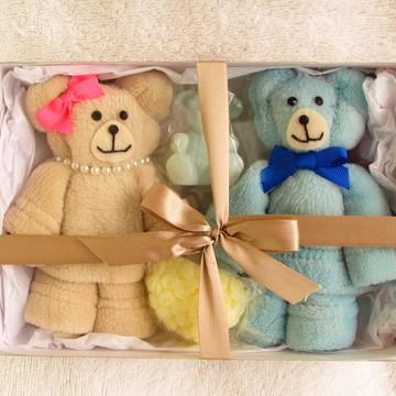 Lembrancinha Casal de Ursinhos em toalha