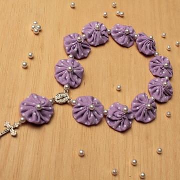 Mini terço de fuxico lilás