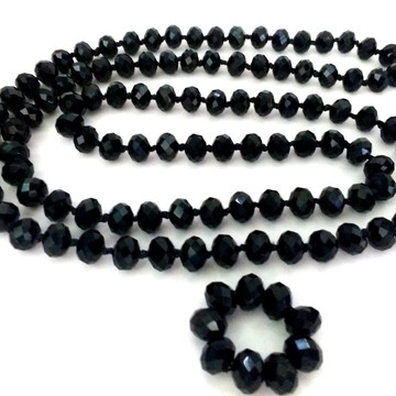 Colar comprido de cristais preto