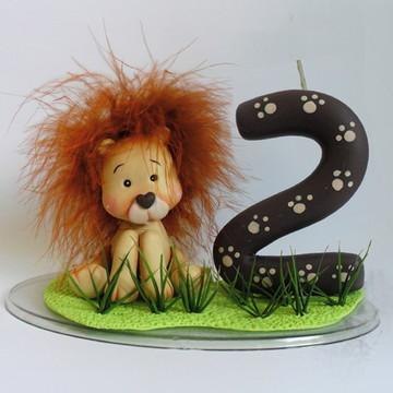 Topo de bolo com vela Leãozinho
