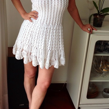 2ce553b58 Vestido curto em crochet