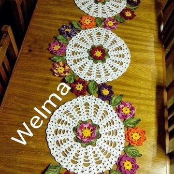 Trilho de mesa de flores de crochê