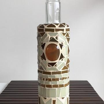 Garrafa em mosaico de vidro estilo tribal