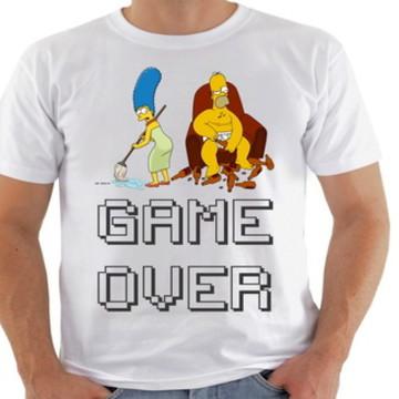 camiseta game over namorados Simpson