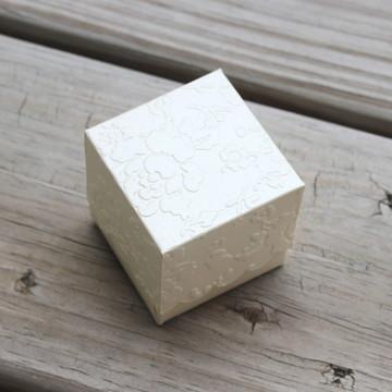 Caixa para trufa perolada 5x5x5 cm