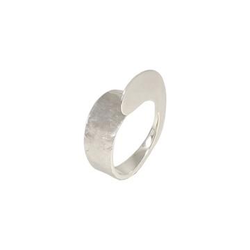 Anel de prata forjado e texturizado