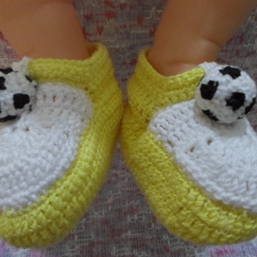 sapatinho masculino em crochê - futebol